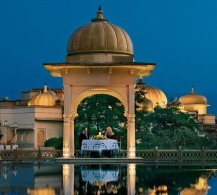 private-dinner-under-the-lakeside-dome-the-oberoi-udaivilas-udaipur