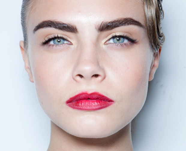embedded_cara_delevingne_eyebrows