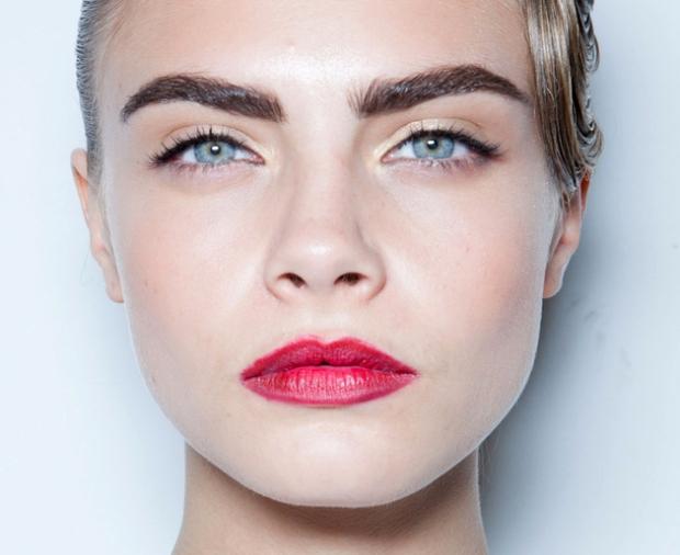 embedded_cara_delevingne_eyebrows